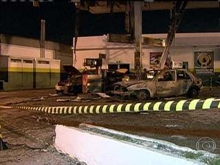 G1 - <b>Carro pega fogo</b> em <b>posto</b> de combustível no Rio e atinge <b>...</b> 2014