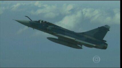 19/12/2013 - Governo anuncia compra de 36 caças suecos Gripen por US$ 4,5 bilhões