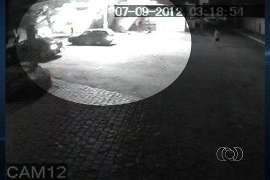 Câmera de motel registra momento em que travestis são mortas em GO