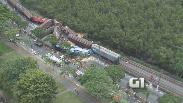 Colisão entre dois trens causa derramamento de óleo em Cubatão