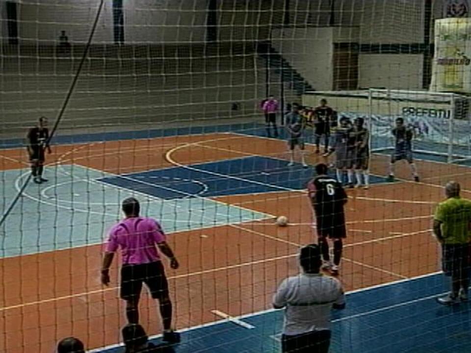 380c8a4a40 Definidas as semifinais da Taça Zona Sul de Futsal - G1 Rio Grande do Sul -  Jornal do Almoço - Catálogo de Vídeos