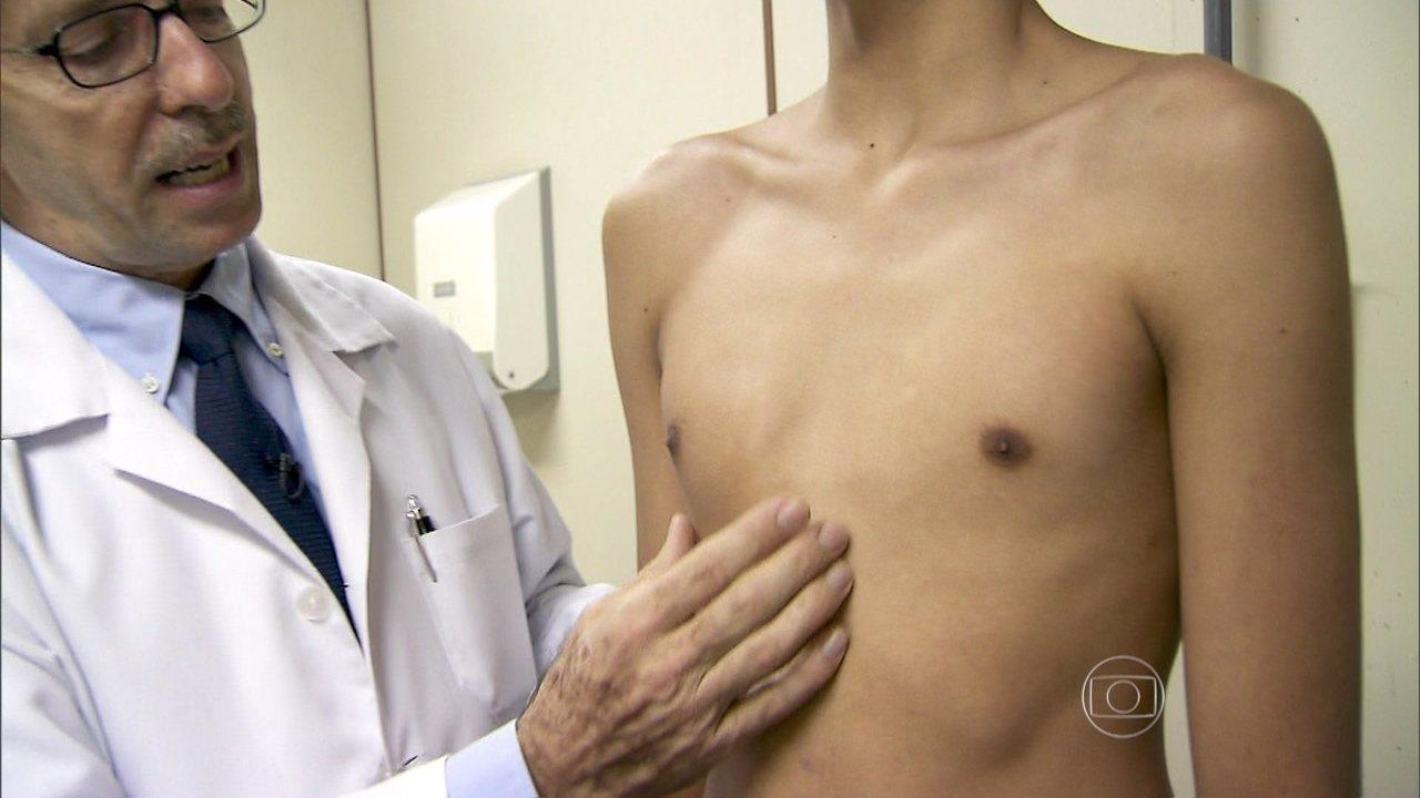 Bystry e caminho eficaz de aumento em um peito