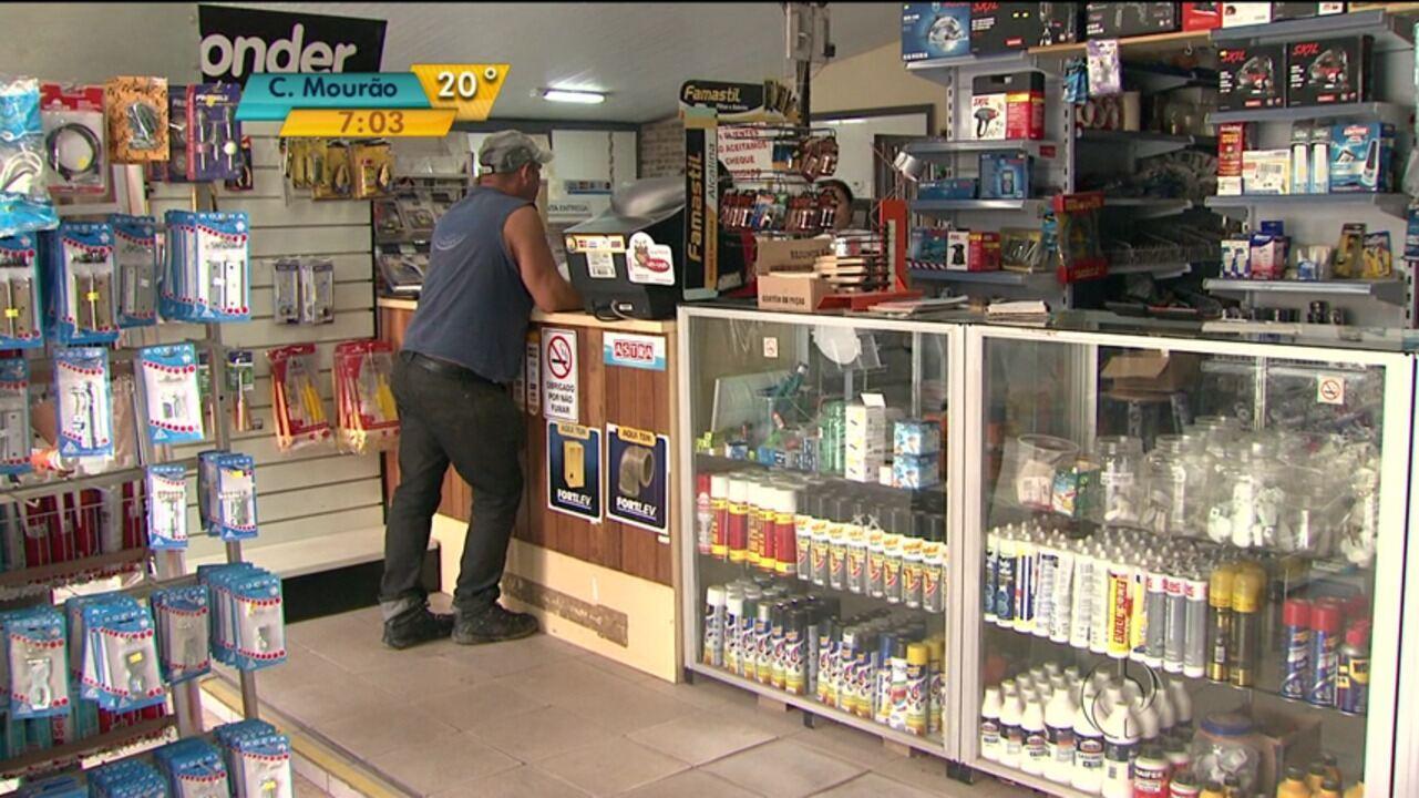 20747b1af Pequenas lojas de materiais de construção fazem adequações para enfrentar  concorrência - G1 Paraná - Bom Dia Paraná - Catálogo de Vídeos