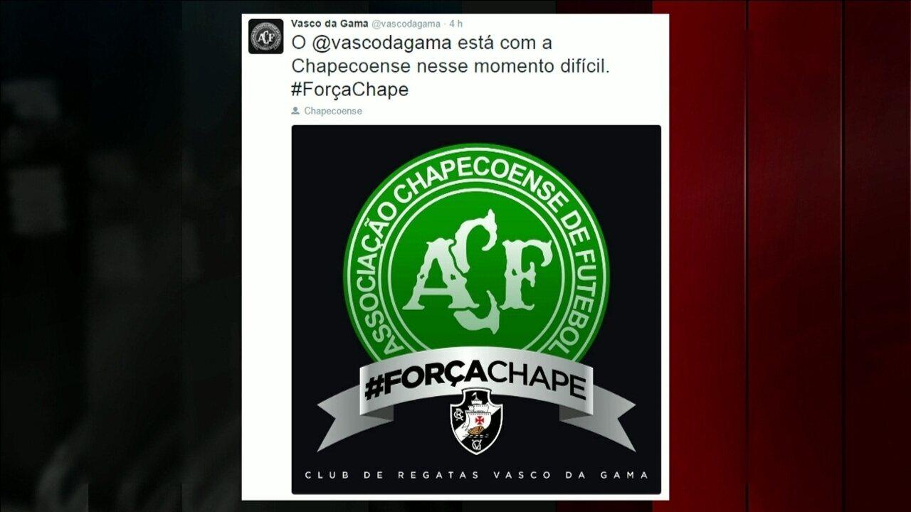 Clubes brasileiros prestam homenagens e manifestam solidariedade à  Chapecoense na internet - GloboNews – Jornal GloboNews - Catálogo de Vídeos 142a93b752b