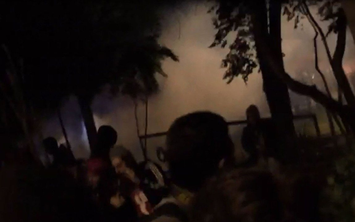 PM usa bombas de efeito moral e balas de borracha em ato perto da casa de Temer