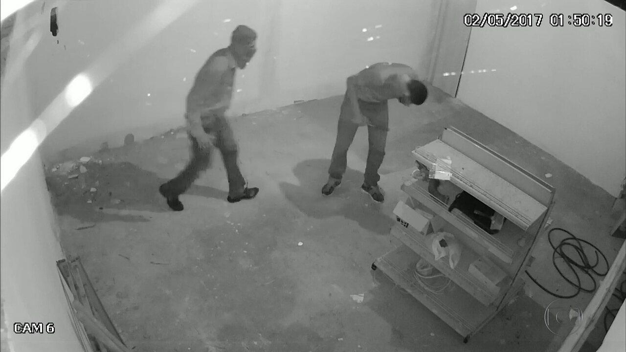 Tentativa de roubo a posto de gasolina em Aldeia é flagrada por câmeras de segurança