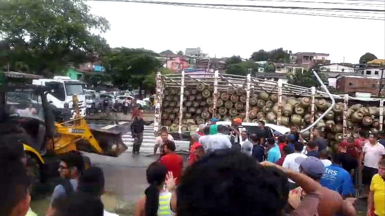 Acidente ocorreu no quilômetro 47 da BR-101, no distrito de Cruz de Rebouças