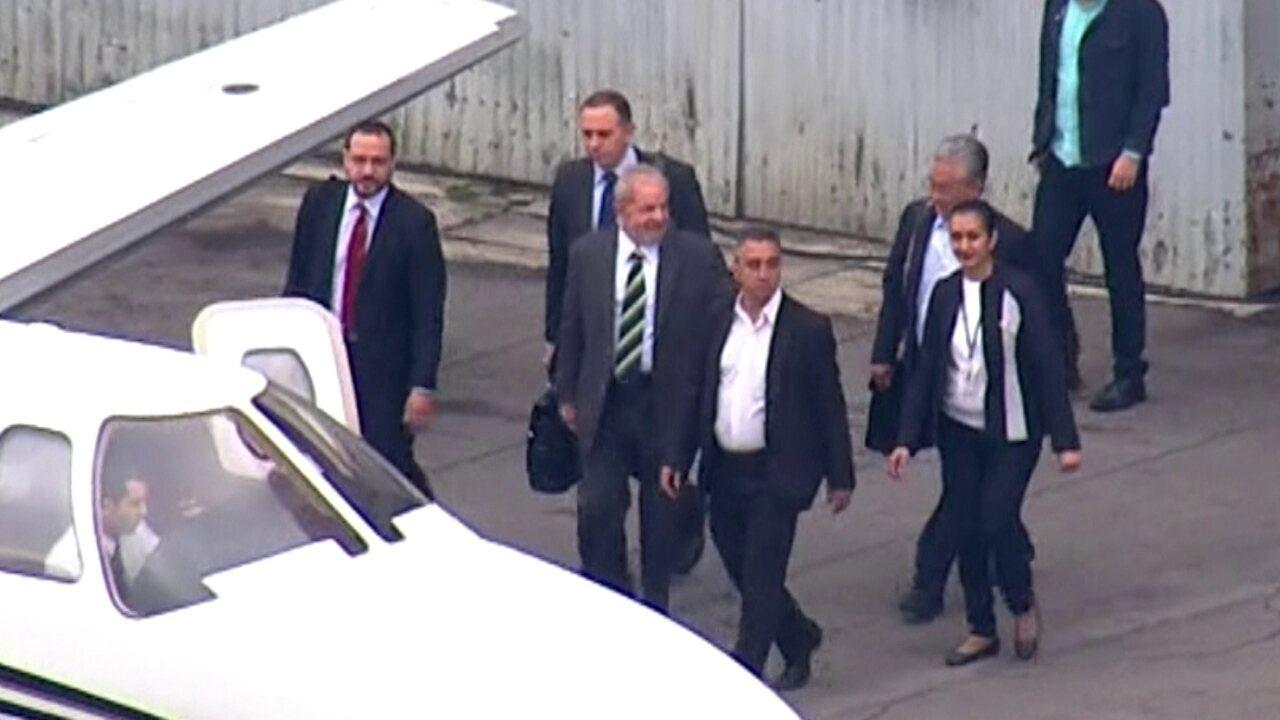 Lula embarca para prestar depoimento a Sérgio Moro em Curitiba