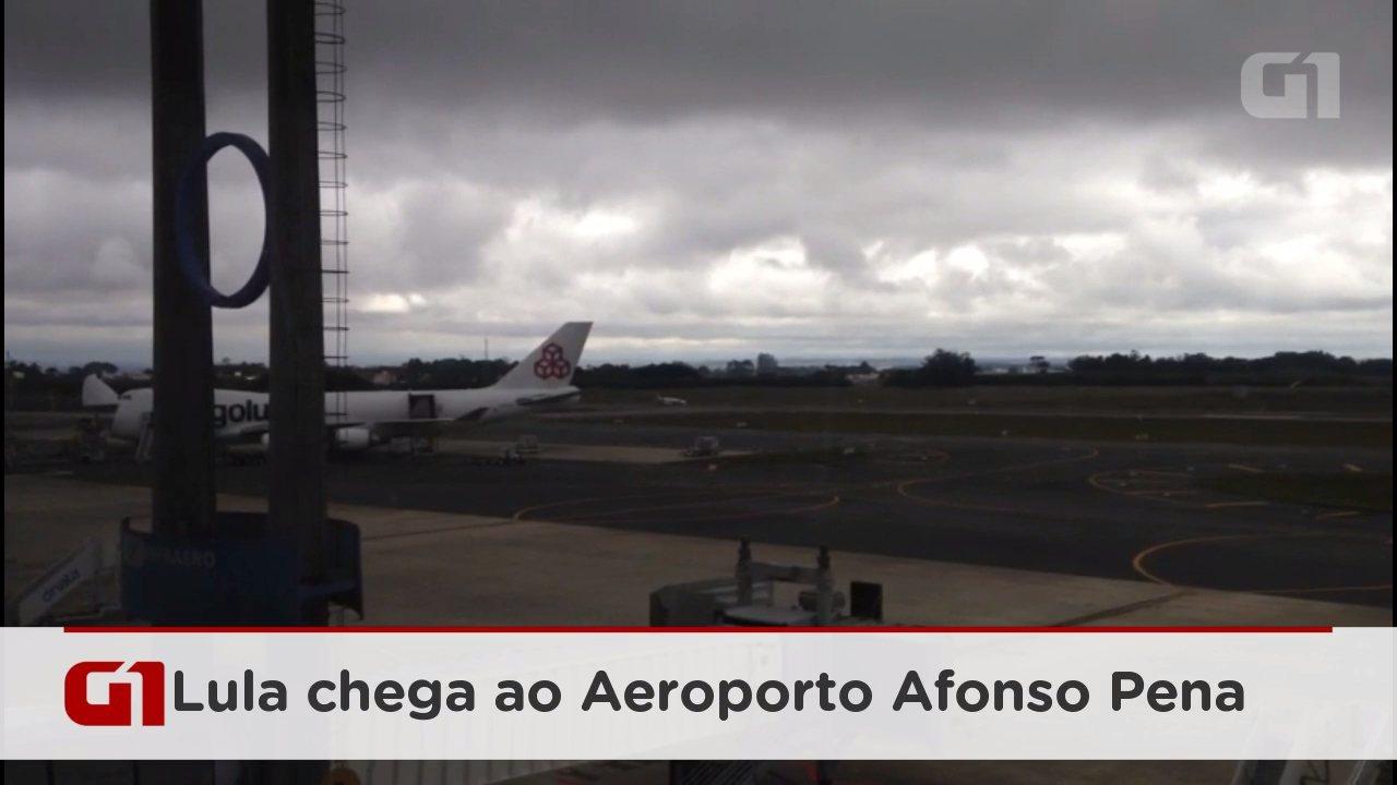 Avião com Lula chega ao Aeroporto Afonso Pena em Curitiba, onde ex-presidente vai prestar depoimento a Moro