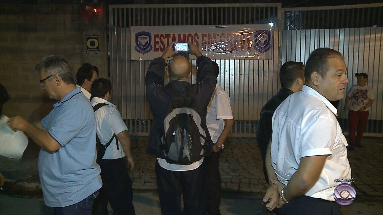 Ônibus voltam a circular neste sábado em Itajaí, após acordo