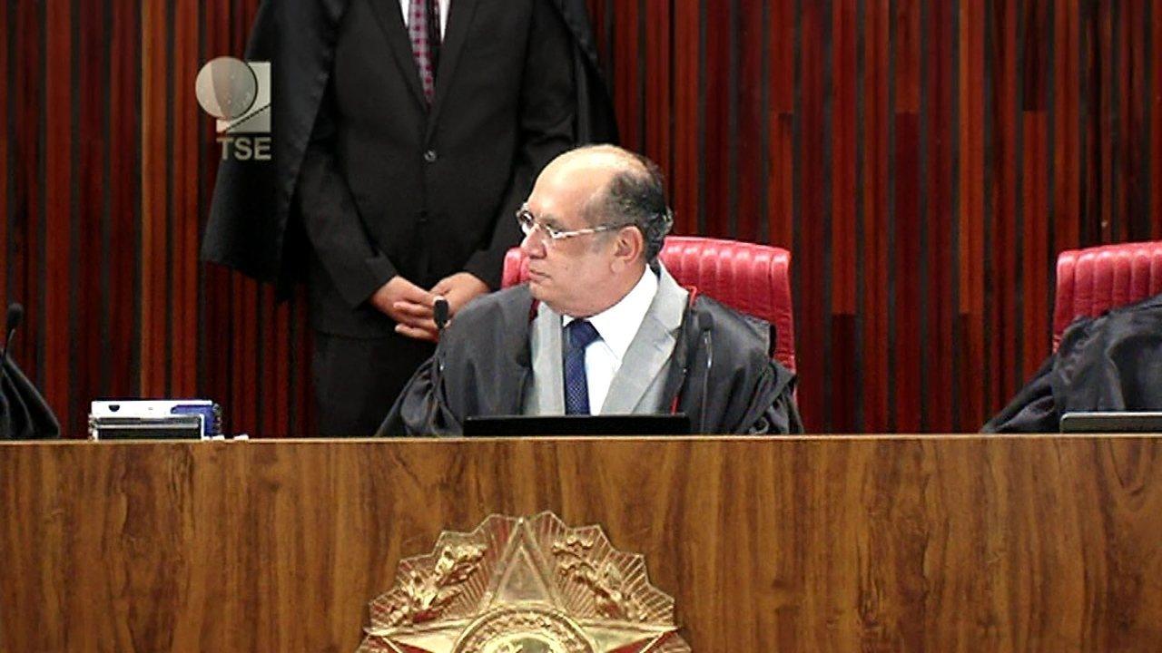 'Vossa excelência hoje está aí brilhando', diz Gilmar Mendes ao relator