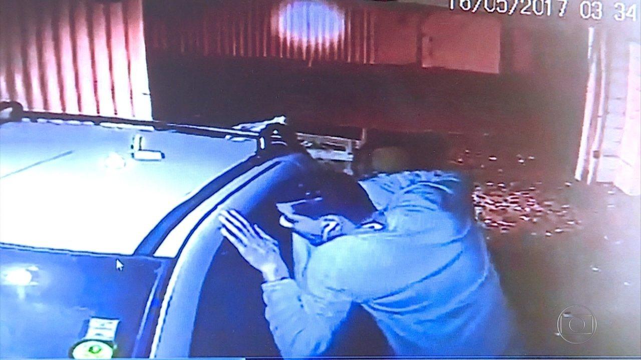 Câmera registra agressão e roubo a idoso em Belo Horizonte; veja vídeo