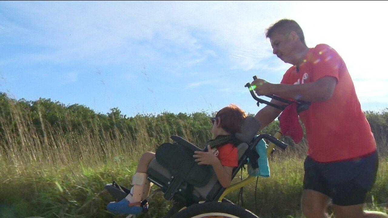 Resultado de imagem para A história de Peterson e Manu, pai e filho que viram um só nas corridas