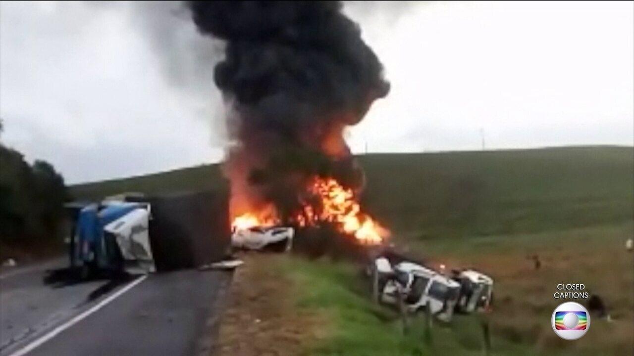 Acidente entre quatro veículos provoca a morte de 15 pessoas no sul do ES