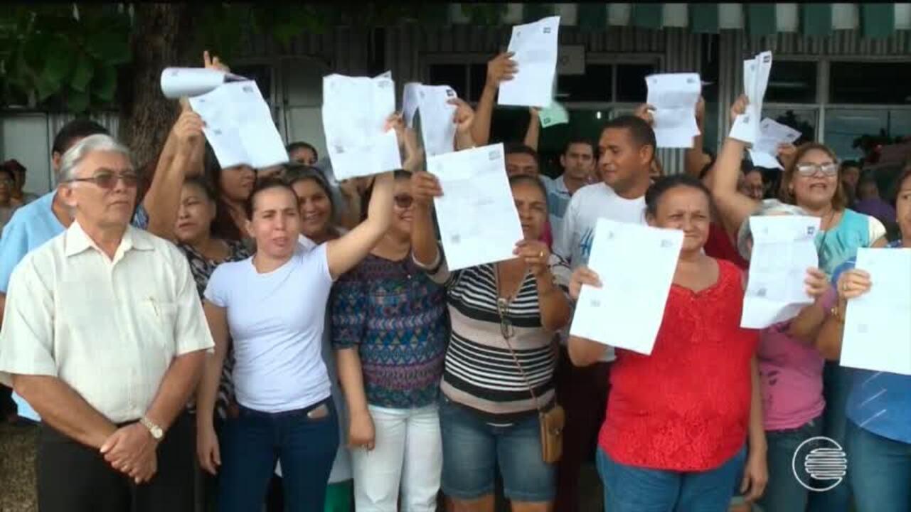 Servidores da saúde protestam por conta de cortes nos salários