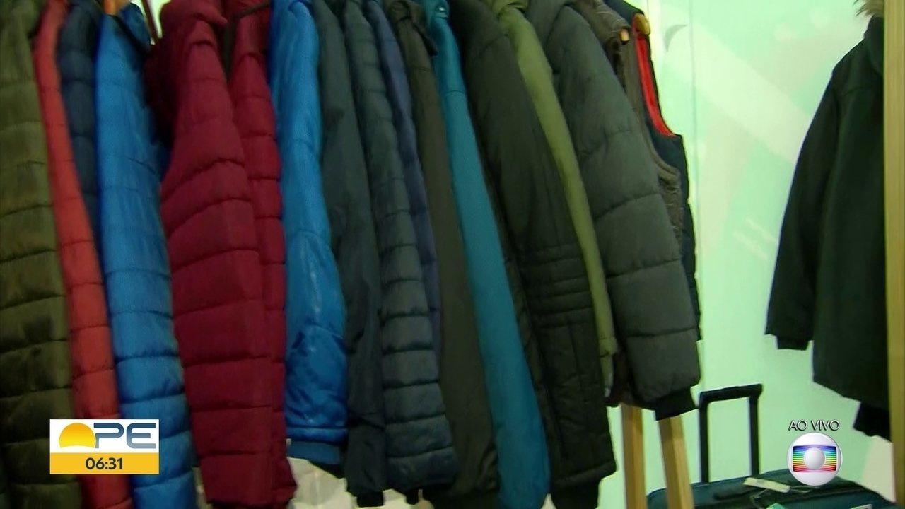 ee7bad7db Lojista do Recife mostra como deu certo a ideia de alugar roupas de frio -  G1 Petrolina e Região - Bom Dia Pernambuco - Catálogo de vídeos - Catálogo  de ...