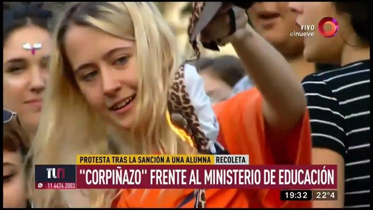 24832161e Argentinas protestam contra punição a estudante por não usar sutiã -  GloboNews - Estúdio i - Catálogo de Vídeos