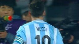 <p>  No melhor estilo Messi, camisa 10 argentino avança em diagonal, toca para Pastore e recebe de volta na área. Ele finaliza, mas para no goleiro paraguaio, que faz grande defesa.</p>