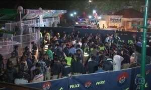Primeiro-ministro do Paquistão visita feridos em ataque suicida