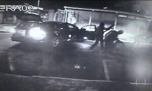 Quadrilha rouba carro forte com malotes de dinheiro