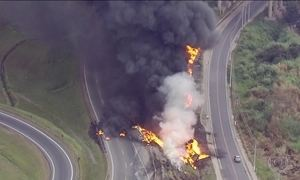 Incêndio fecha Avenida Ayrton Senna, perto do Rodoanel de SP