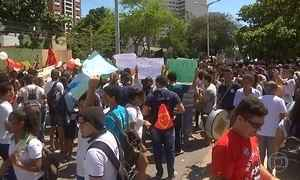 Diversos protestos contra processo de impeachment acontecem pelo país