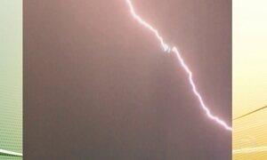 Avião é atingido por um raio em Londres