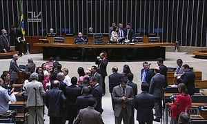 Congresso reage a afastamento de Cunha e pede novas eleições