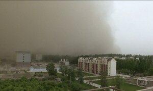 Tempestade de areia atinge região na China