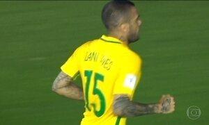 Lesão pode tirar Daniel Alves da Copa América