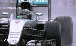 Em pista molhada, Lewis Hamilton vence o GP de Mônaco