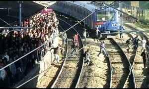 Passageiros de trens enfrentam problemas em São Paulo