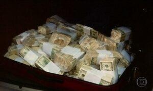Ex-funcionário ligado aos Kirchner é flagrado com mala de dólares