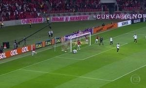 Internacional vence o Atlético-MG e lidera o Campeonato Brasileiro