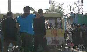 Ataque suicida explode micro-ônibus em Cabul