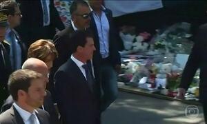 Primeiro ministro francês é vaiado em cerimônia de homenagem às vítimas