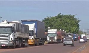 Greve de auditores da Receita em MS provoca fila de caminhões na fronteira
