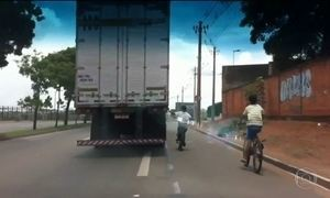 Carona na traseira de carros e caminhões põe vidas em risco