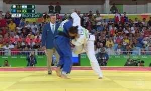 Mariana Silva vence três lutas e chega a semifinal do judô