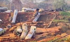 Deslizamento em RO arrasta mais de 10 carretas para margem de rio