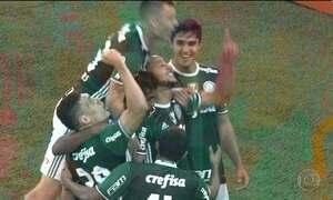 Palmeiras vence Atlético-PR e lidera o Brasileirão