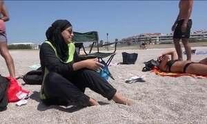 Banimento do traje de banho muçulmano na costa da França vira polêmica