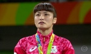 Kaori Icho é a primeira a vencer o ouro na luta livre em quatro Olimpíadas seguidas