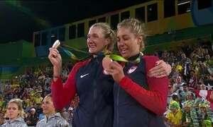 Larissa e Talita perdem para as americanas no vôlei de praia