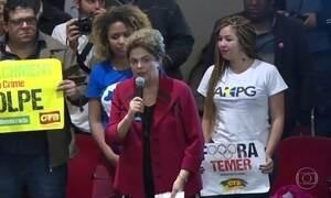 Presidente afastada participa de ato em São Paulo