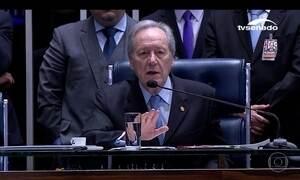 Senadores voltam a discutir no 2º dia do julgamento do impeachment de Dilma