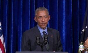 Barack Obama pede votos para Hillary Clinton em comício na Pensilvânia