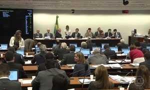 Governo vota a PEC do teto para o gasto público na comissão especial