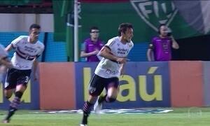 São Paulo vence Fluminense e se afasta da zona de rebaixamento