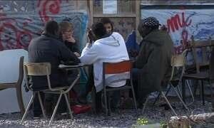 Grupo de menores desacompanhados deixa campo de refugiados